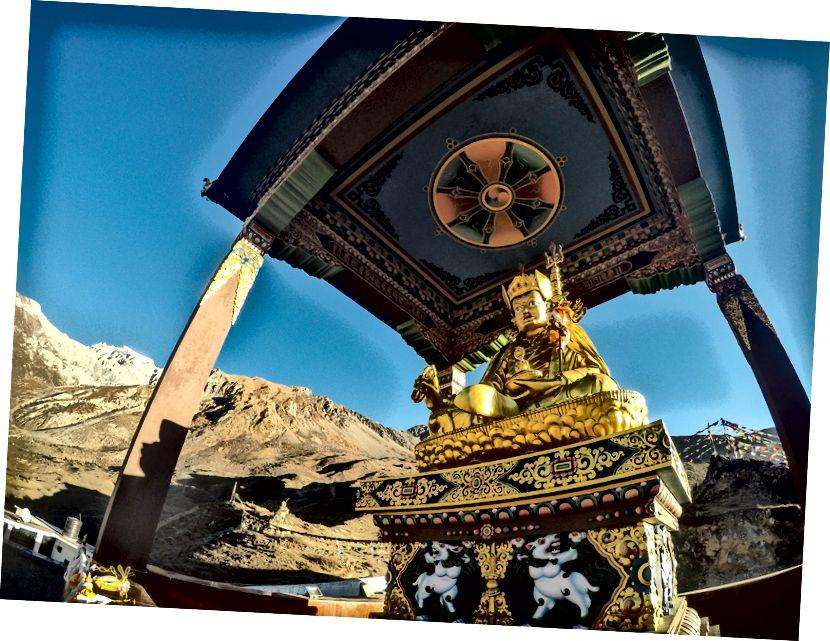 Rockstar dari Buddhisme Tibet .. Padmasambhava atau Guru Rinpoche karena ia dikenal secara lokal .. Bertanggung jawab untuk konversi Tibet dari Bon Religon menjadi Buddhisme tunggal .. Naga-naga yang Dibunuh, mengusir setan, dan apa lagi? Sedikit yang tahu dia dilahirkan di Lembah Chitral / Swat di Pakistan modern