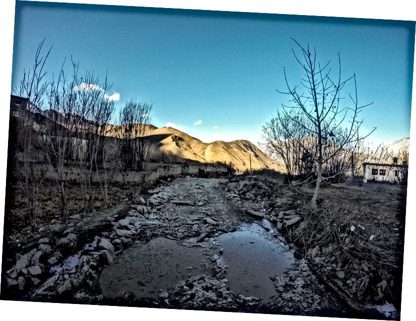 Beku Es dan Air di luar Muktinath, enroute Kagbeni / Jomsom