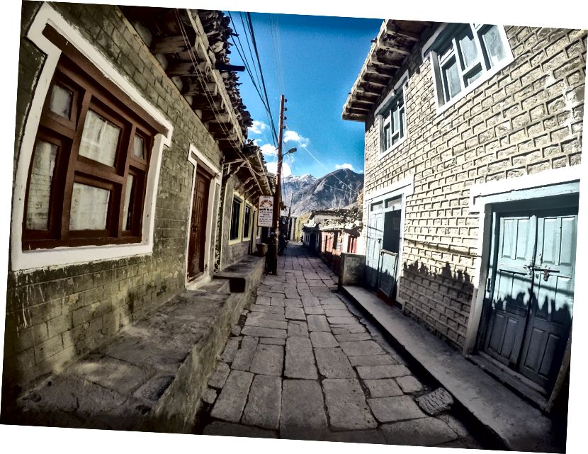 Jomsomi ilusad ja kitsad alleed. Jomsom tähendab uut tiiru Tiibeti murdes ja on üks planeedi tuulisemaid kohti.