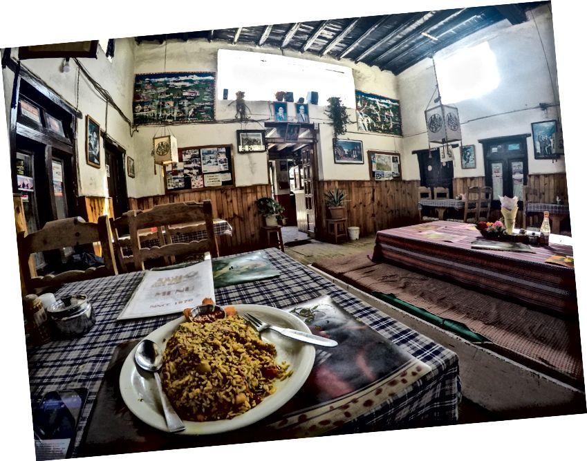 Akhirnya Makanan India (Sayuran Biryani) di Jomsom .. Setelah bosan makan Dal bhat di sirkuit Annapurna .. Makanan o yang jejaknya sebagian besar disesuaikan untuk goras / Firangis (Asing)