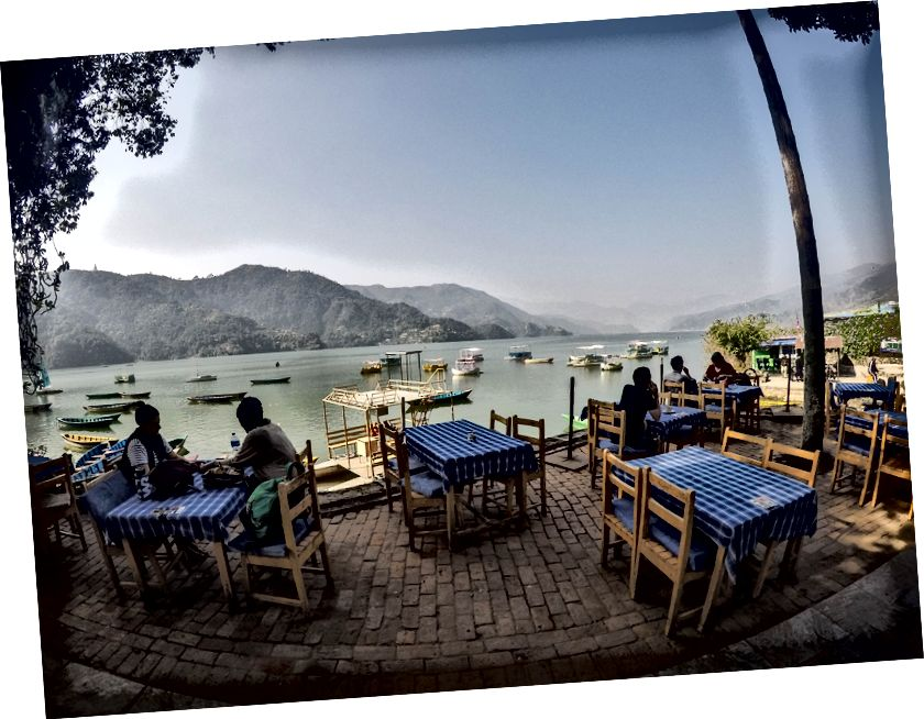 Mõnusad järveäärsed puiesteed Pokharas (Fewa järv)