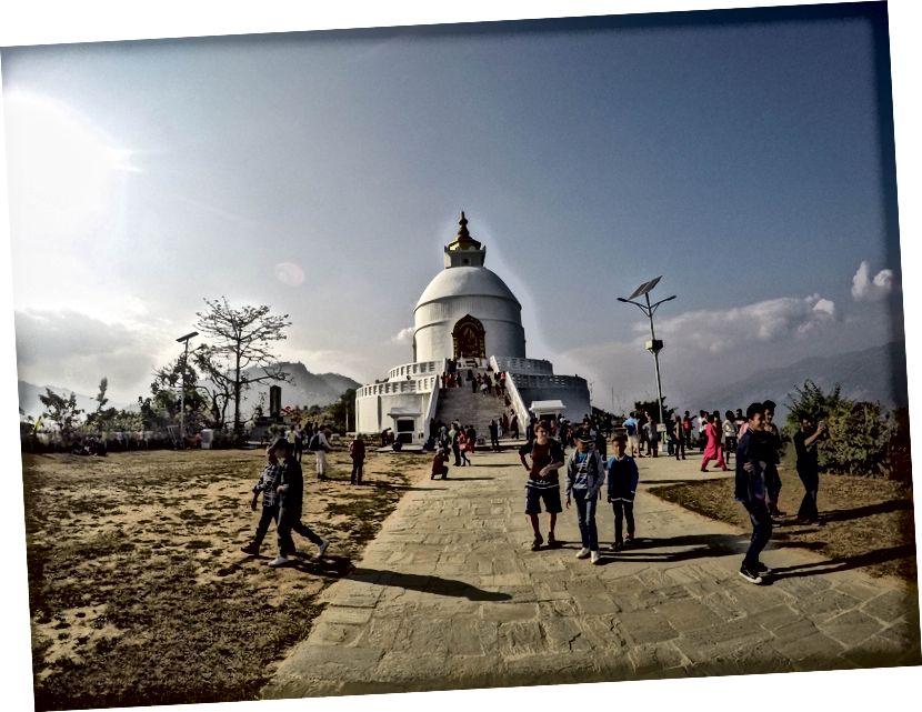Stupa Shanti di Pokhara