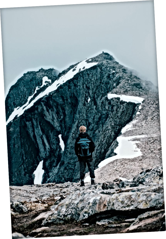 Odlučili smo se zakratko krenuti grebenom šetnje i popeli smo se na dio Blånebbe, vrha 1320m.