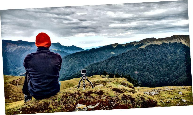 Nhìn ra thung lũng từ Bedni Bugyal