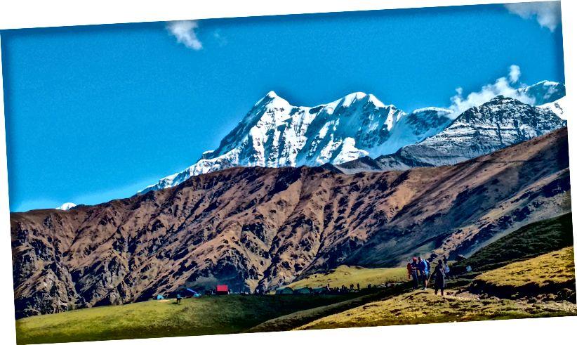 Núi Trisul khi nhìn từ Bedni Bugyal