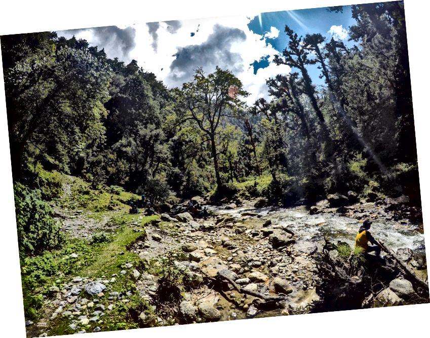 Sông NeelGanga trên đường Wan từ Bedni Bugyal