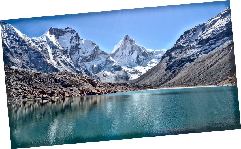 Thalay Sagar (6902m) και λίμνη KedarTal (4900m)