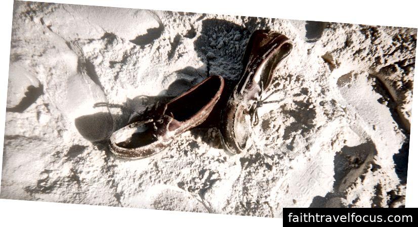 Giày bị bỏ rơi