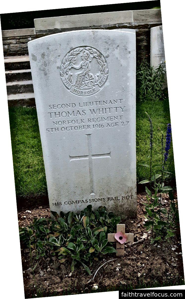 Thomas Whitty từ mộ trong nghĩa trang Connaught, Thiepval