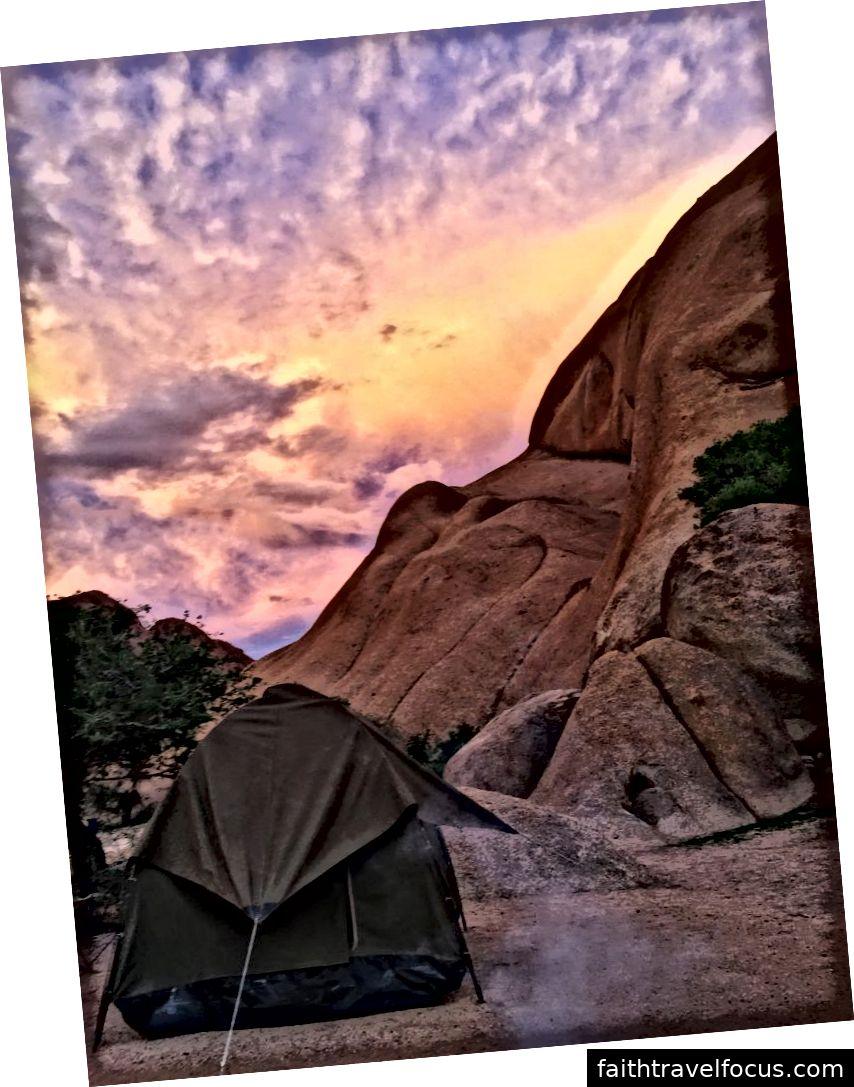 Hoàng hôn trên khu cắm trại