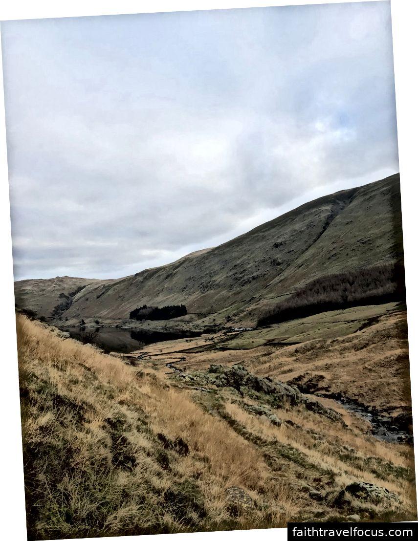 Tác giả đã chụp một số hình ảnh trên iPhone của cô về phong cảnh ở quận Hồ, Vương quốc Anh trước khi cô định cư trên một sản phẩm cuối cùng.