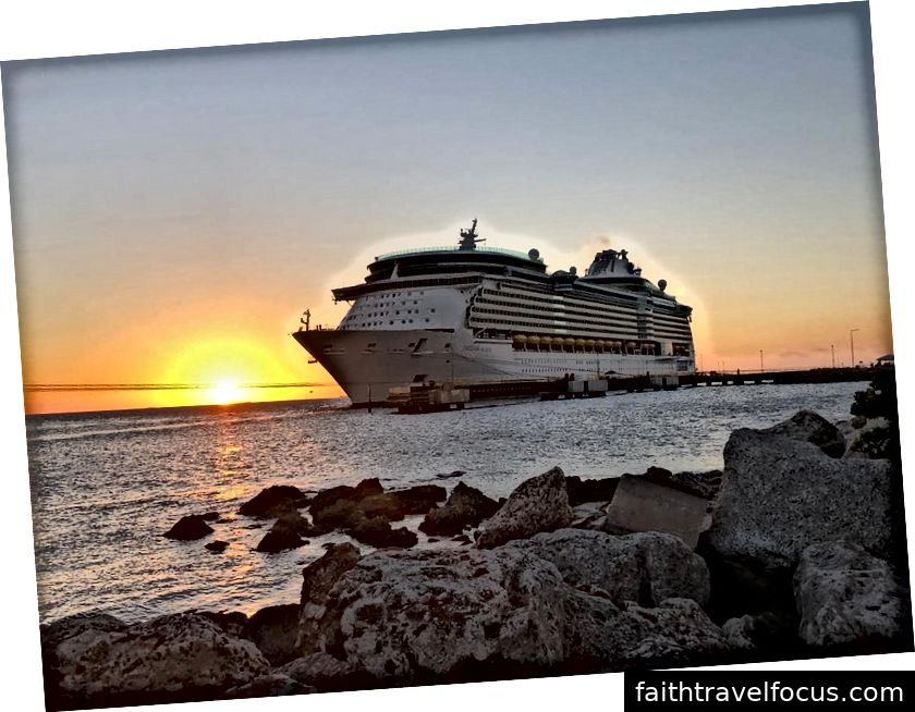 Tự do biển khơi cập bến Curacao