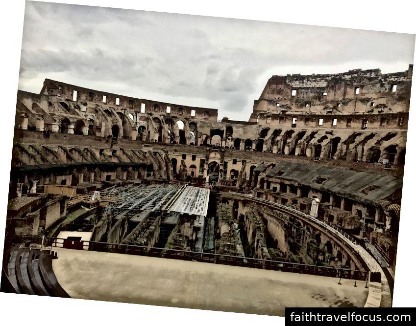 Một trong nhiều bức ảnh chúng tôi chụp chỉ cho thấy một đoạn của Đấu trường La Mã. Hãy tưởng tượng cấp trên (chỉ có một nửa ở đó) đi khắp nơi và lấp đầy đến đỉnh với băng ghế đầy người.