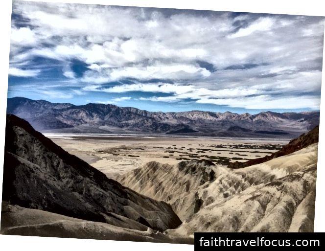 Trên đỉnh một ngọn núi nhỏ trong hẻm núi vàng