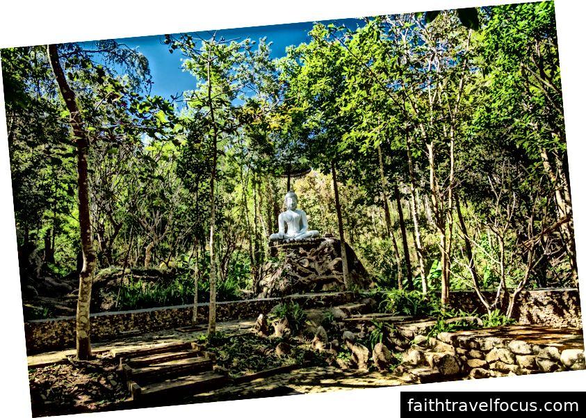 Hình nộm của Đức Phật nằm ở Wat Hauy Kai Kiri vào khoảng ngày 23 tháng 1 năm 2019. Ảnh tín dụng: Aydin Adnan