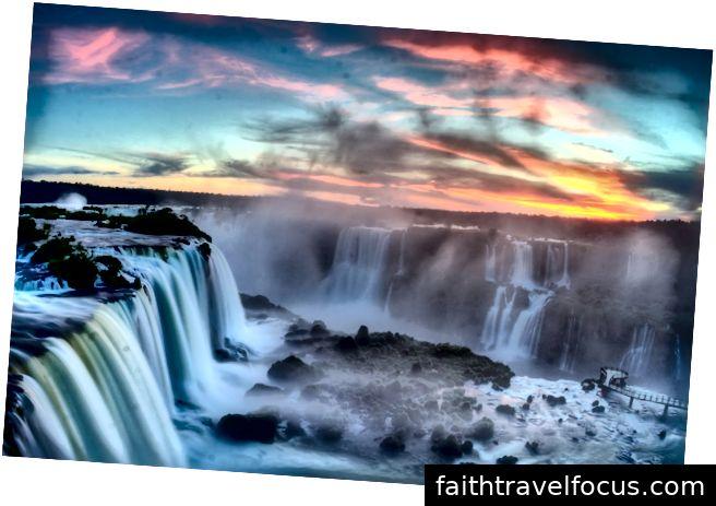 Thác Iguazu, Brazil là thác nước của sông Iguazu