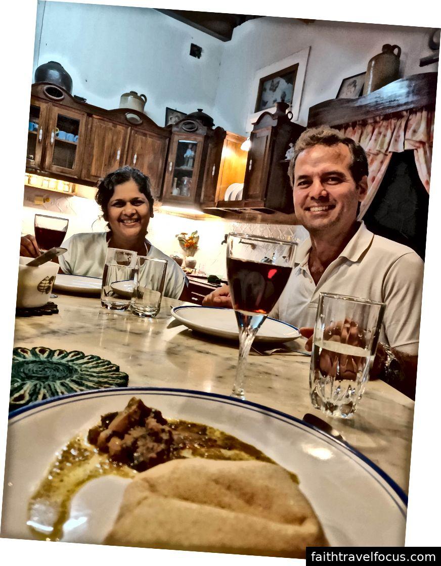 Đó là những người bạn đáng yêu của chúng tôi Raquel và Roberto - Rượu vang tuyệt vời là tự chế và Vindaloo vẫn khiến tôi muốn chạy trốn đến Slurrppp