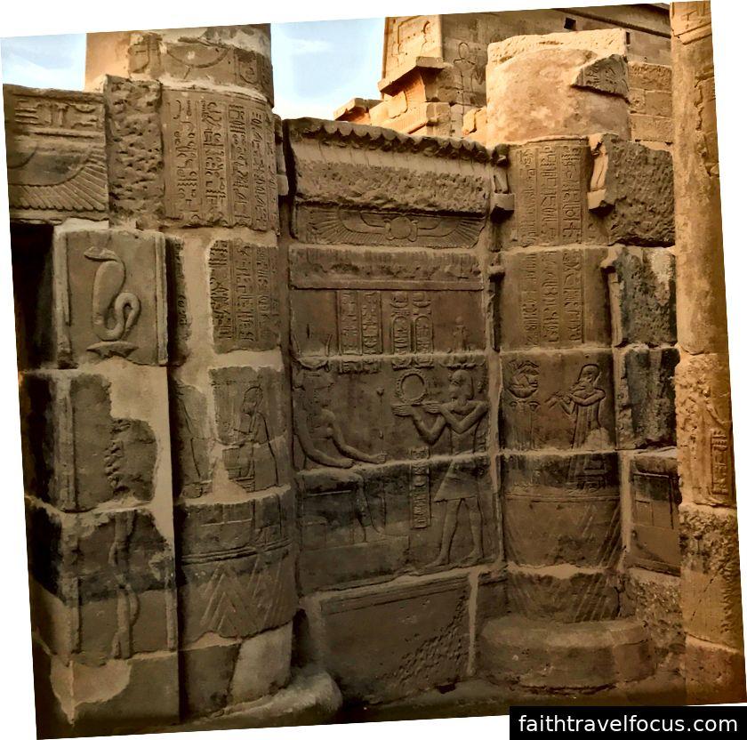 Một cảnh lễ tại đền Philae.