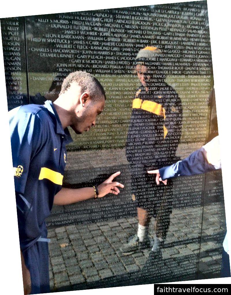 Chuyến thăm của đội đến Đài tưởng niệm Việt Nam, Washington DC 2011