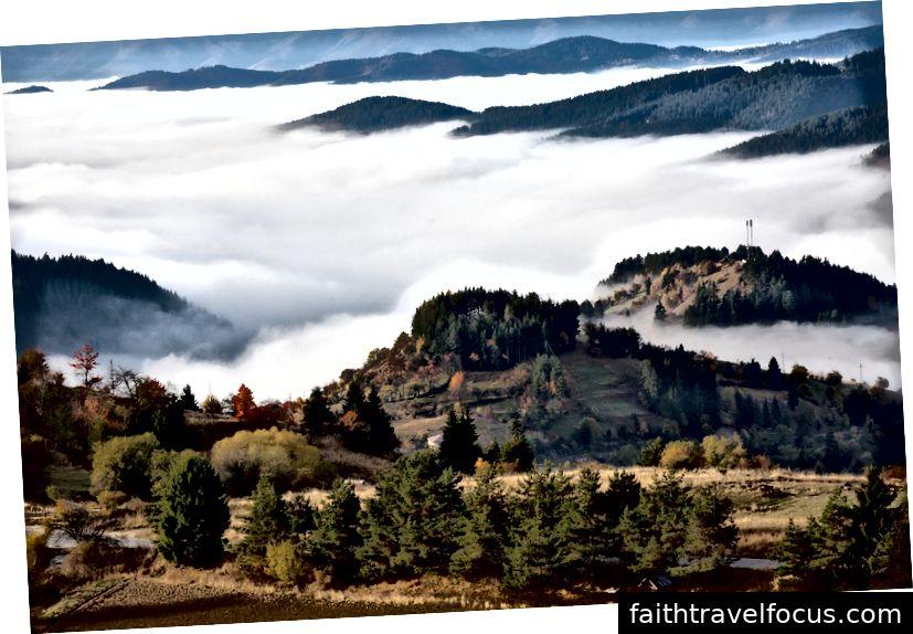Dãy núi Rhodope tuyệt đẹp mang đến bối cảnh hoàn hảo cho một lễ hội lấy cảm hứng từ sự yêu thích thiên nhiên, hạnh phúc và đa dạng âm nhạc. Hình ảnh được đăng bởi Vado trên Instagram, Facebook và Twitter.