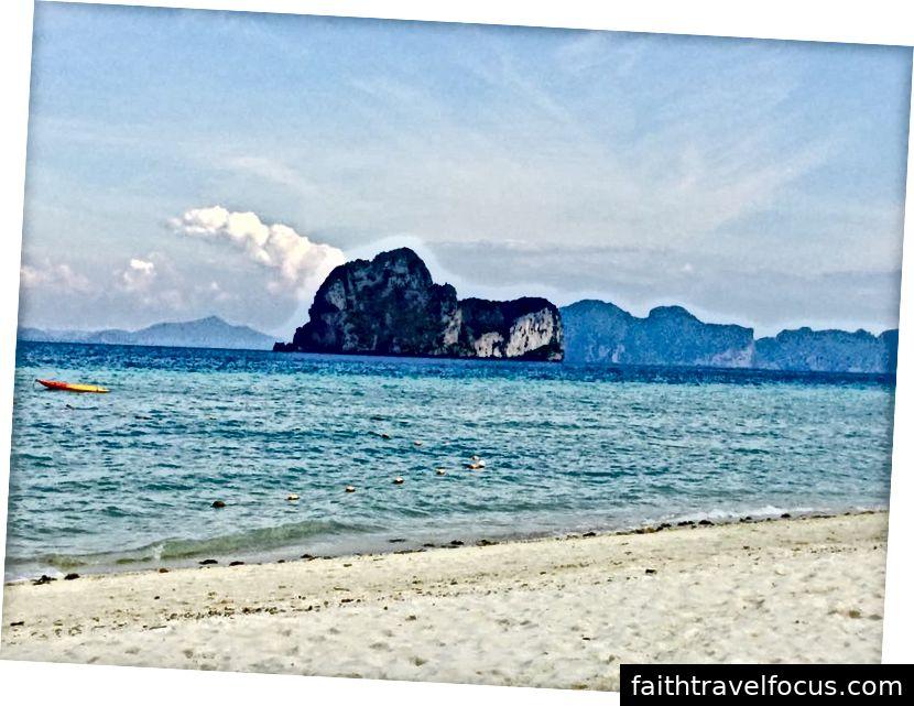Buổi sáng trên bãi biển Koh Hai
