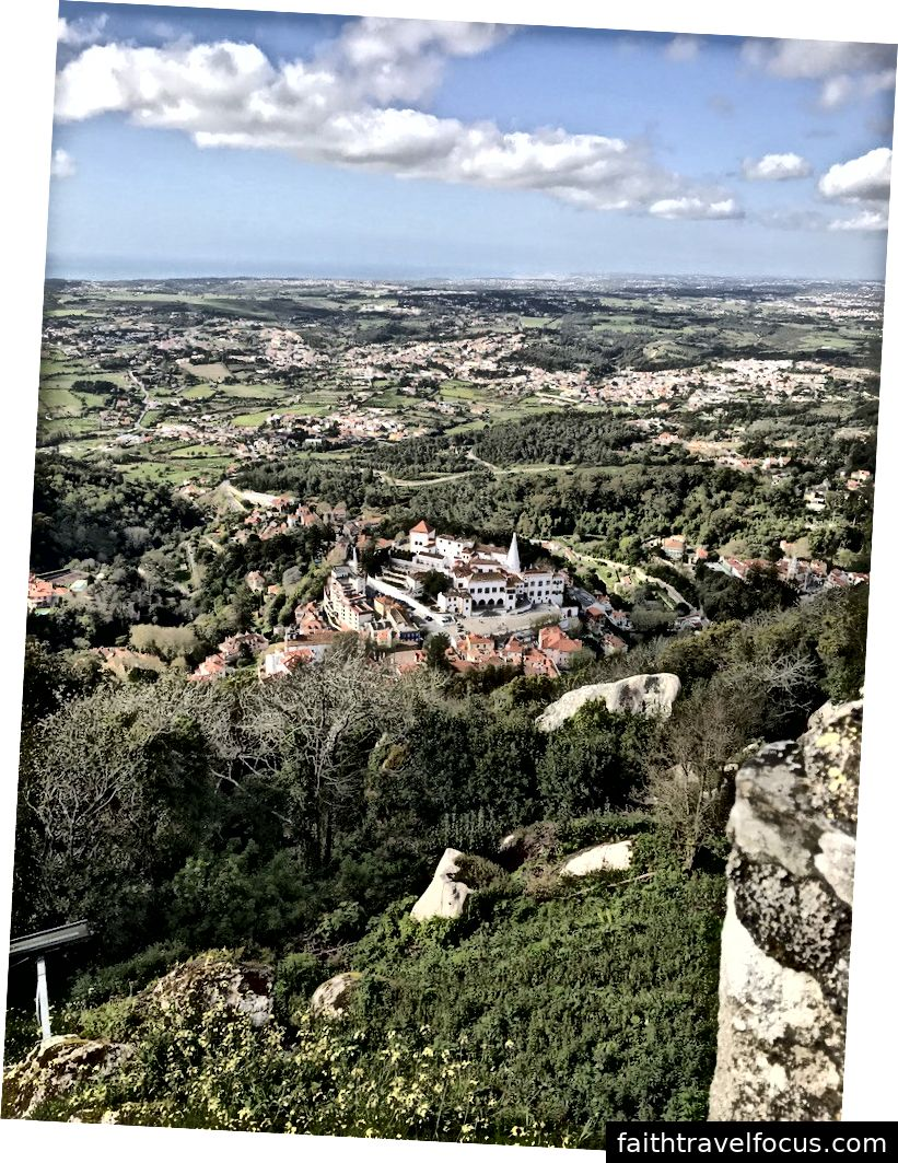 Nhìn xuống thị trấn Sintra từ Vườn quốc gia