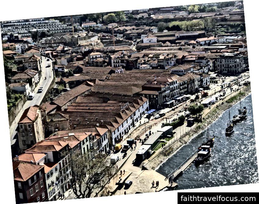 Ở bên trái, nhìn Porto từ cây cầu. Ở bên phải, rượu vang Port ở trọ
