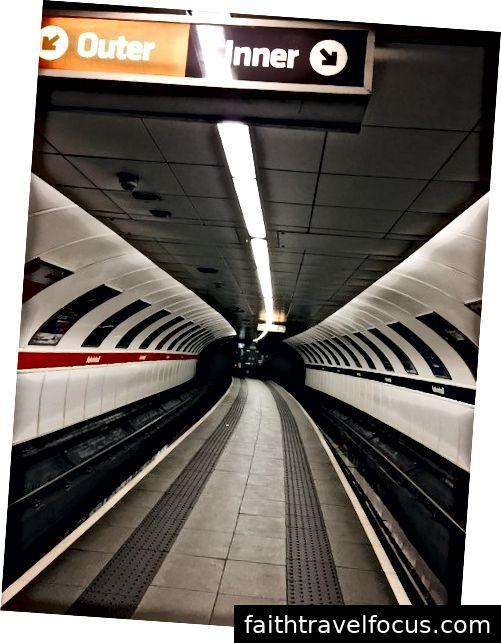 Bên trong ga Kelvinhall.