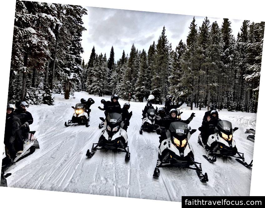 Cảm ơn Yellowstone Adventures Inc. đã cung cấp cho chúng tôi những chiếc xe trượt tuyết hàng đầu, quần áo ấm và một hướng dẫn viên am hiểu Allison mà tất cả chúng ta yêu thích.
