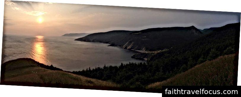Bình minh tại Meat Cove, mũi cực bắc của Nova Scotia