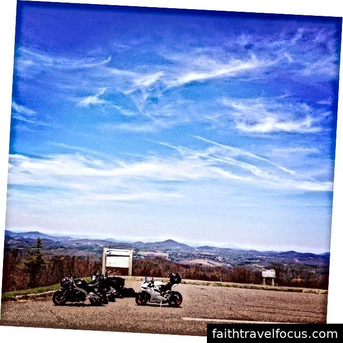 Blue Ridge Parkway của Ducati vào tháng 4 năm 2014 (thực sự là Chủ nhật Phục sinh)