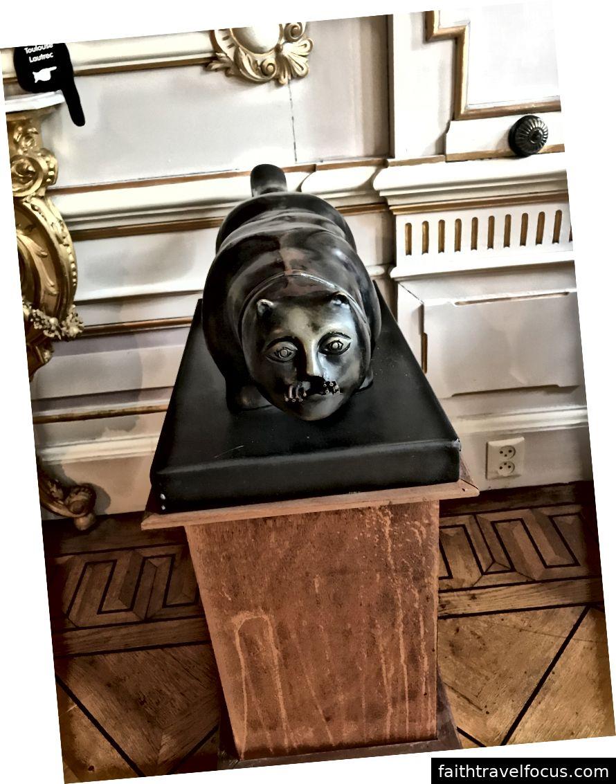 Một trong nhiều tác phẩm điêu khắc mèo tuyệt vời
