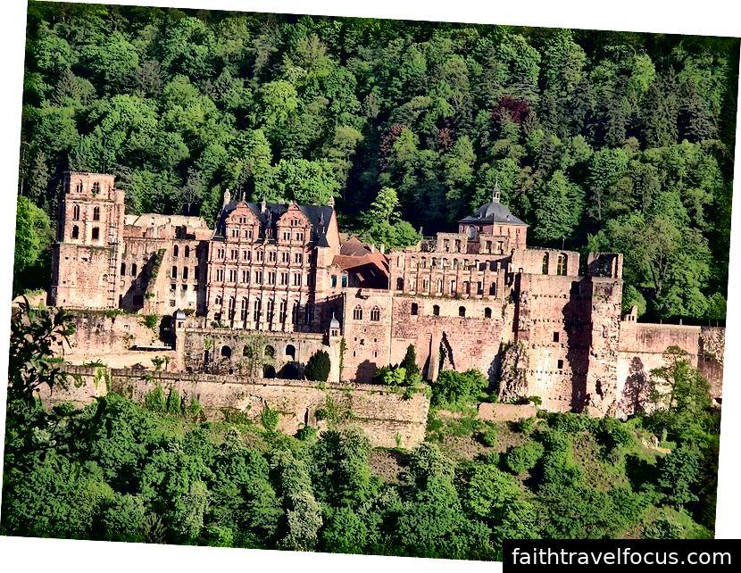 Lâu đài Heidelberg ban đầu, khác biệt với Huawei trong hình trên.