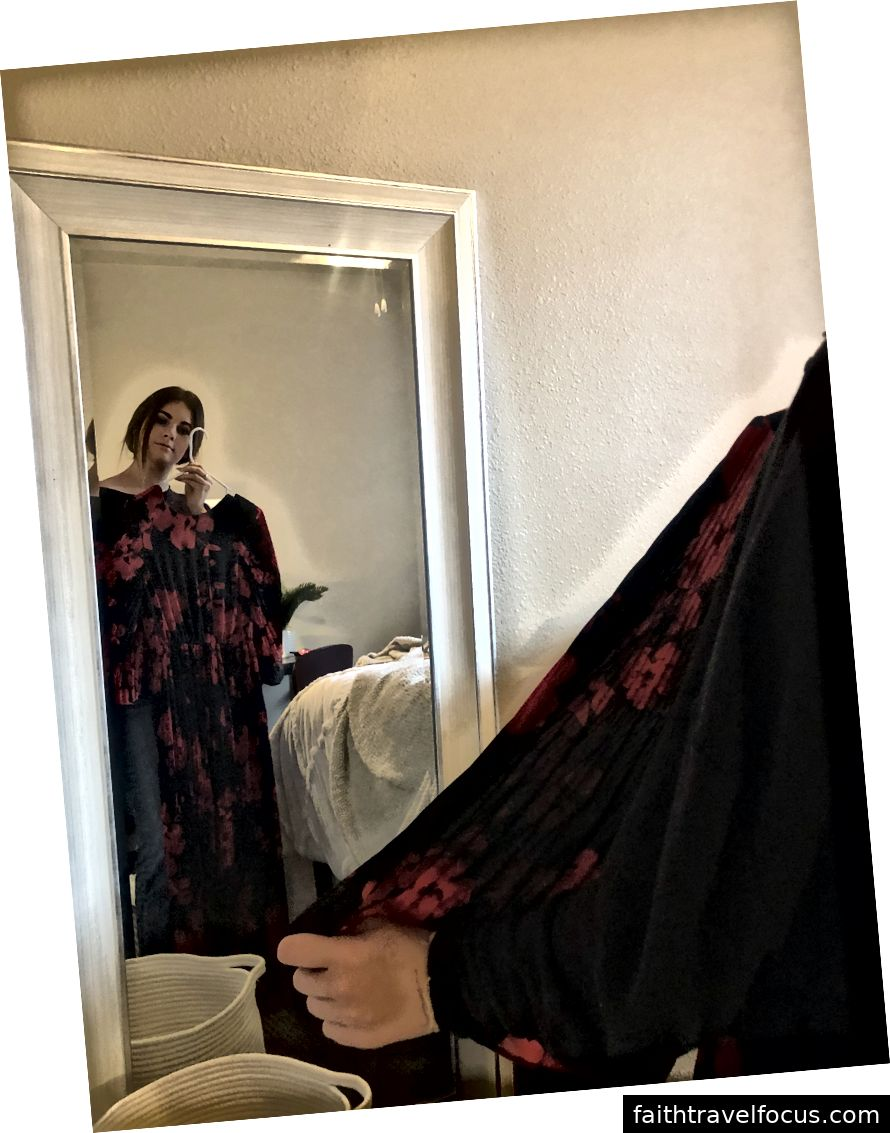 Caitlin Meehan, thành viên phù thủy Alpha Phi, tìm kiếm một chiếc váy cho buổi dạ tiệc từ thiện sắp tới được Alpha Phi tổ chức tại Đại học bang Kent. The Even diễn ra vào ngày 16 tháng 2 tại Akron, Ohio và Caitlin đang chuẩn bị để hỗ trợ cho hoạt động từ thiện.