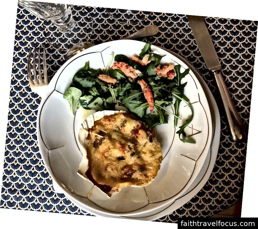 Salade avec des coquille Saint Jacques.