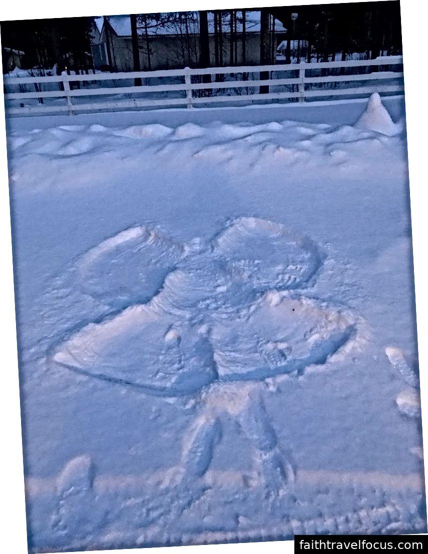 Thiên thần tuyết do chúng tôi thực hiện