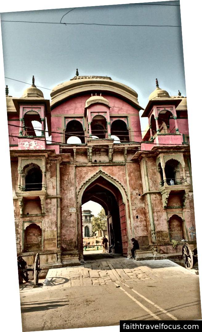 Cung điện Kashi Raja ở phía bên kia Ganga