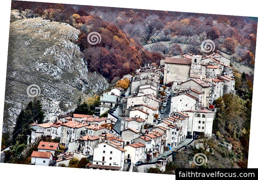 Ngôi làng Opi nằm trong Parco Nationalle dát Abruzzo.