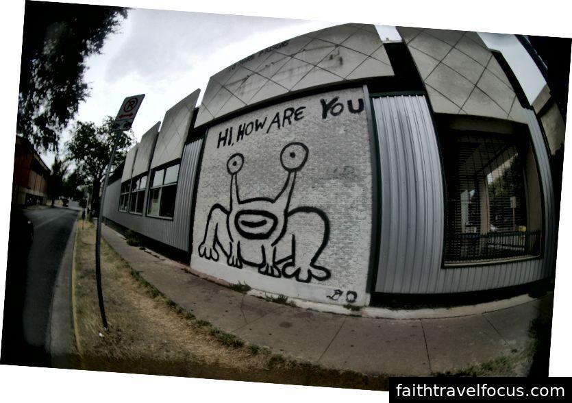 Voi xin chào, bạn khỏe không? Bức tranh tường của Daniel Johnston. Hình ảnh lịch sự của Morten Skogly.