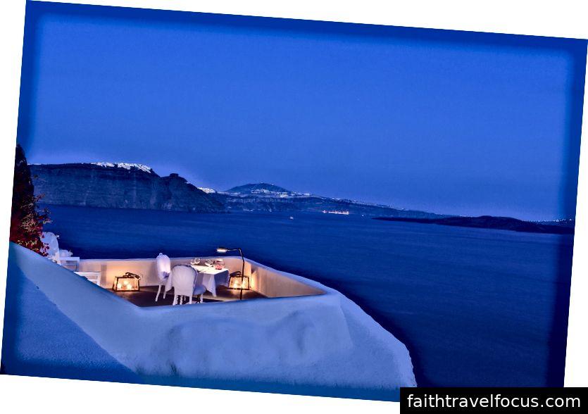 Ban công toàn cảnh tại Canaves Oia Suites, Santorini