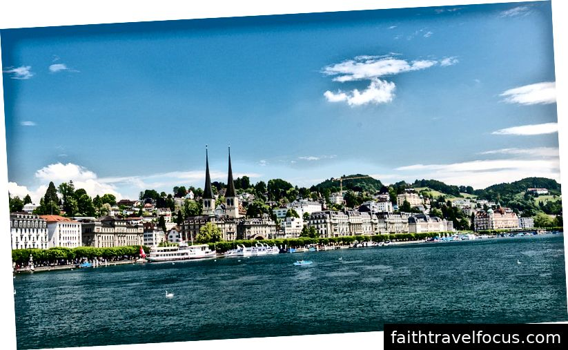 Thành phố Lucerne từ vùng biển hồ Lucerne