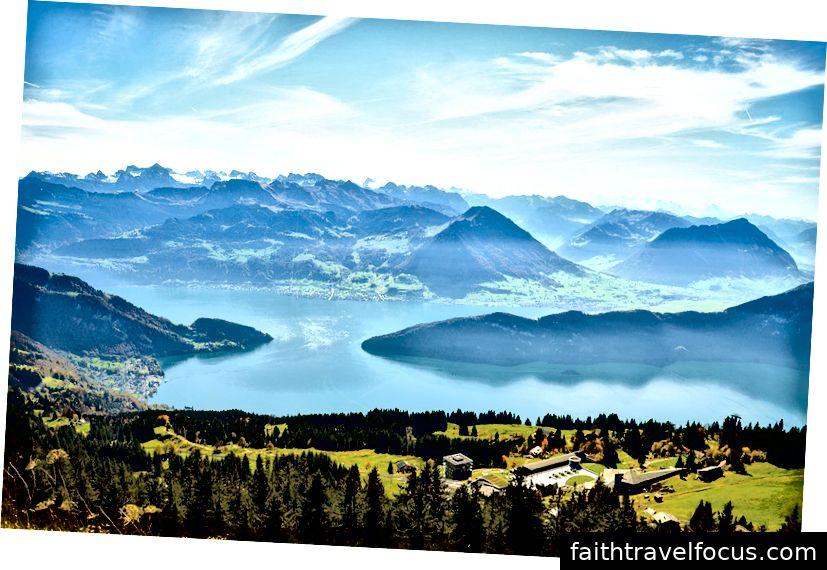 Hồ Lucerne bình dị, nhìn từ một sườn đồi Thụy Sĩ
