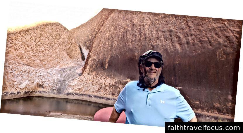 Một số nghệ thuật hang động và hố nước uống - có những hang động lớn và mọi người sẽ cắm trại bên ngoài