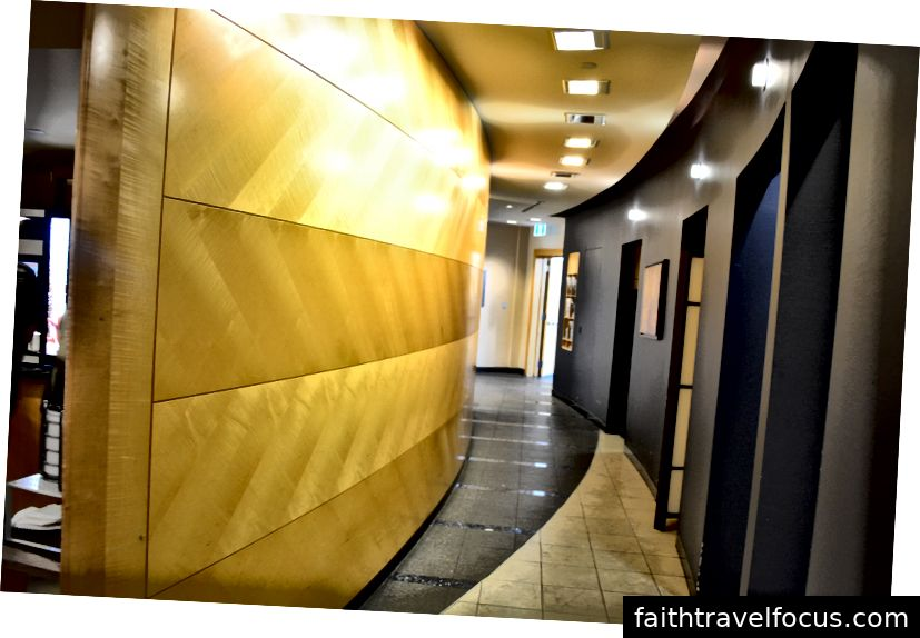 Hành lang bên trong phòng chờ ưu tiên