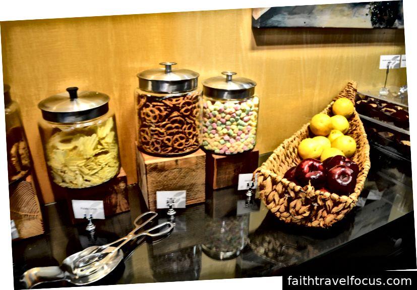 Đồ ăn nhẹ và trái cây