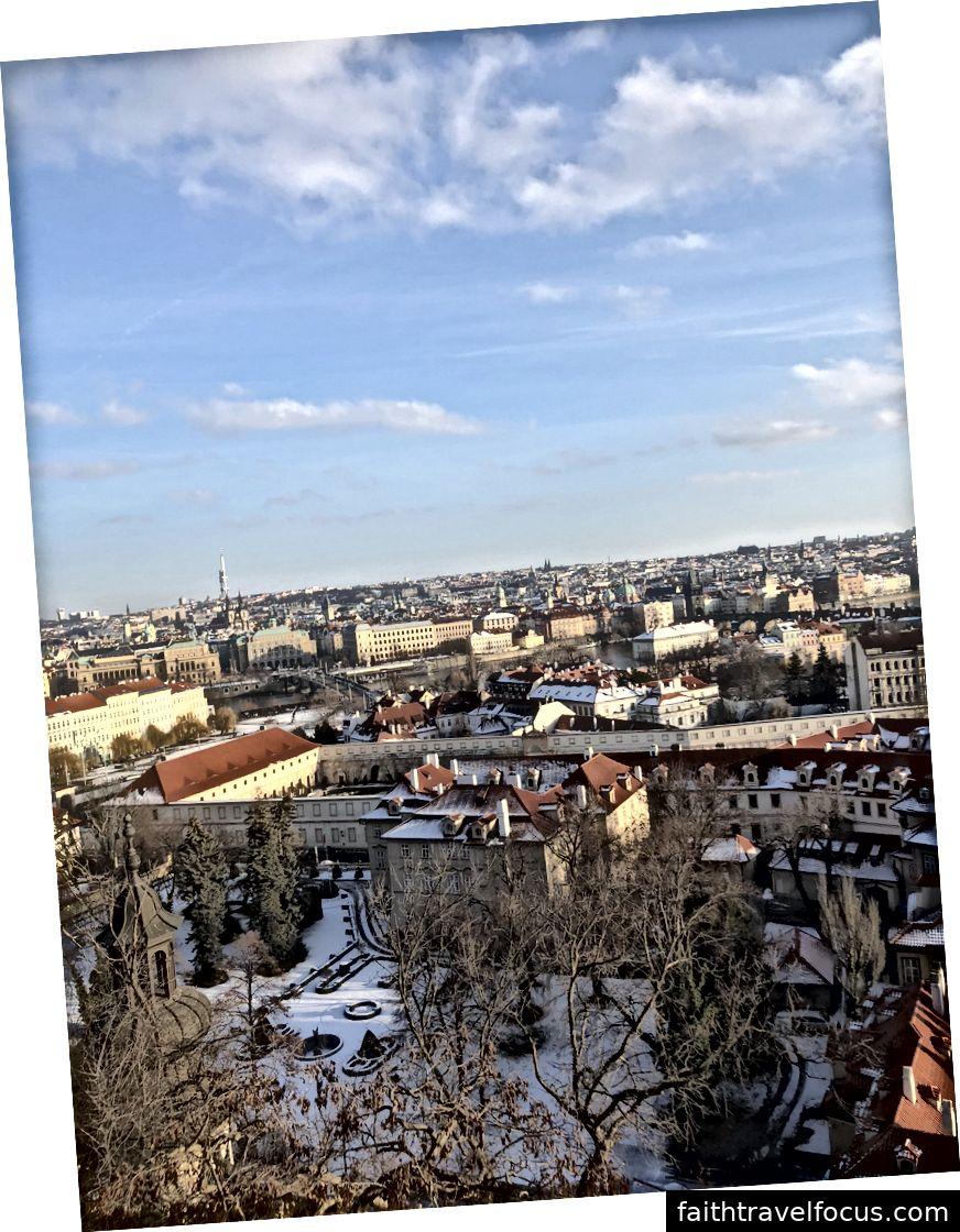 Quang cảnh thành phố từ đỉnh đồi