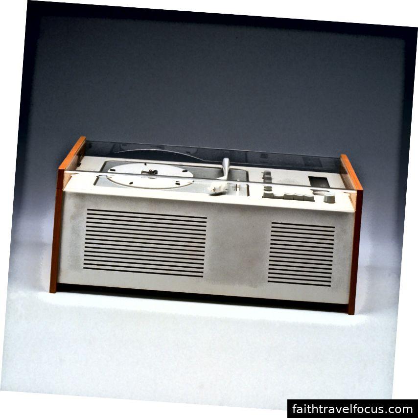 Máy ghi âm Braun SK 4, 1956, được thiết kế bởi Dieter Rams