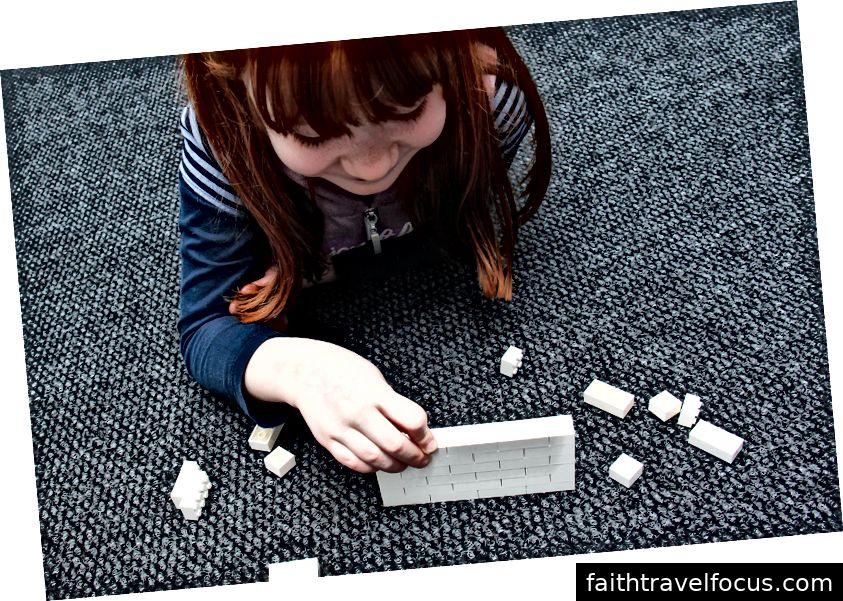Nếu khách muốn tự xây một bức tường Lego, họ có thể chọn bất kỳ màu nào họ thích, miễn là màu trắng!