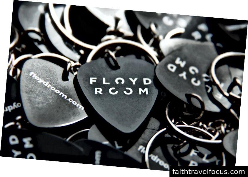 Khi bạn rời khỏi phòng Floyd với chiếc móc khóa của bạn, bạn sẽ biết rằng Boris và Iva là người của bạn!
