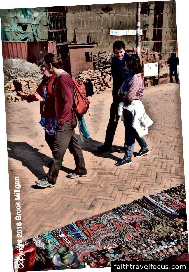 Ở đây chúng tôi đang đi vào Quảng trường Durbar.